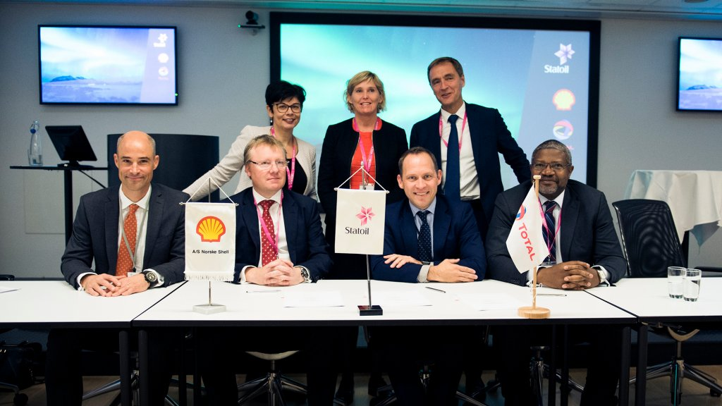 Photo from the signing of the CO2 storage partnership agreement
