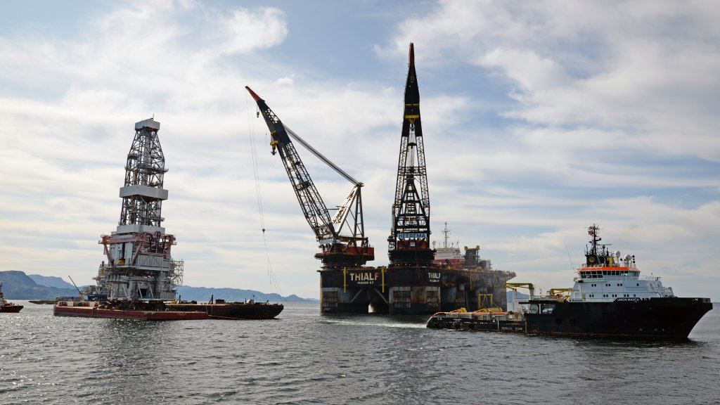 Photo of the assembly operation of the Johan Sverdrup drilling platform in Klosterfjorden