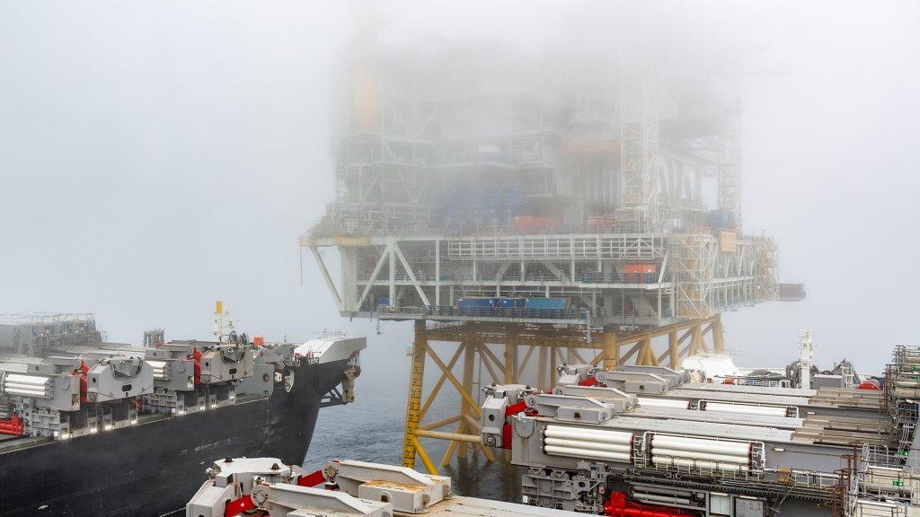 Johan Sverdrup drilling platform & the Pioneering Spirit vessel