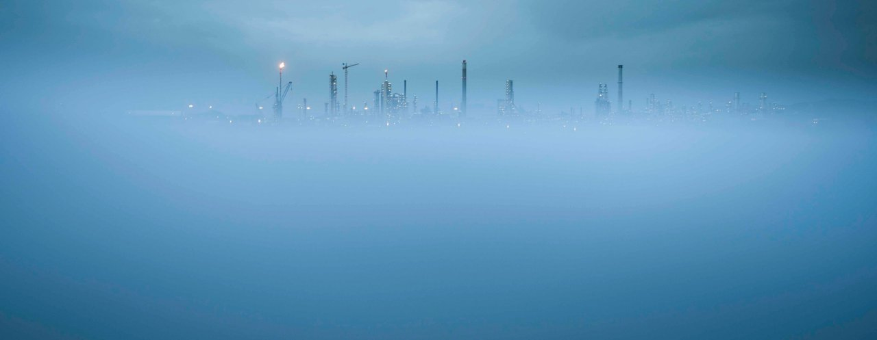 Picture of Mongstad combined heat and power plant in the fog